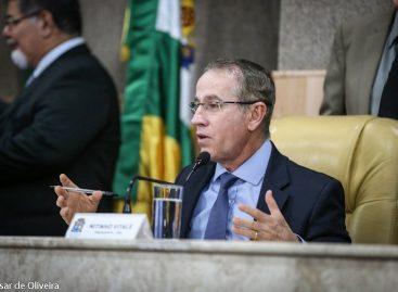 Cortes de CCs, passagens e diárias garantiram o concurso público, explica Nitinho