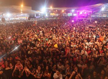 Milhares de pessoas animam a primeira noite do maior São João de Lagarto