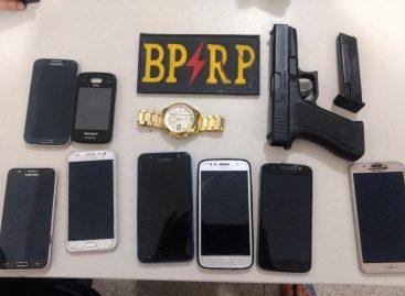 Dupla faz arrastão, rouba celulares e acabam presos por policiais militares