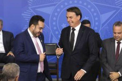 Bolsonaro sanciona lei de combate a fraudes no INSS