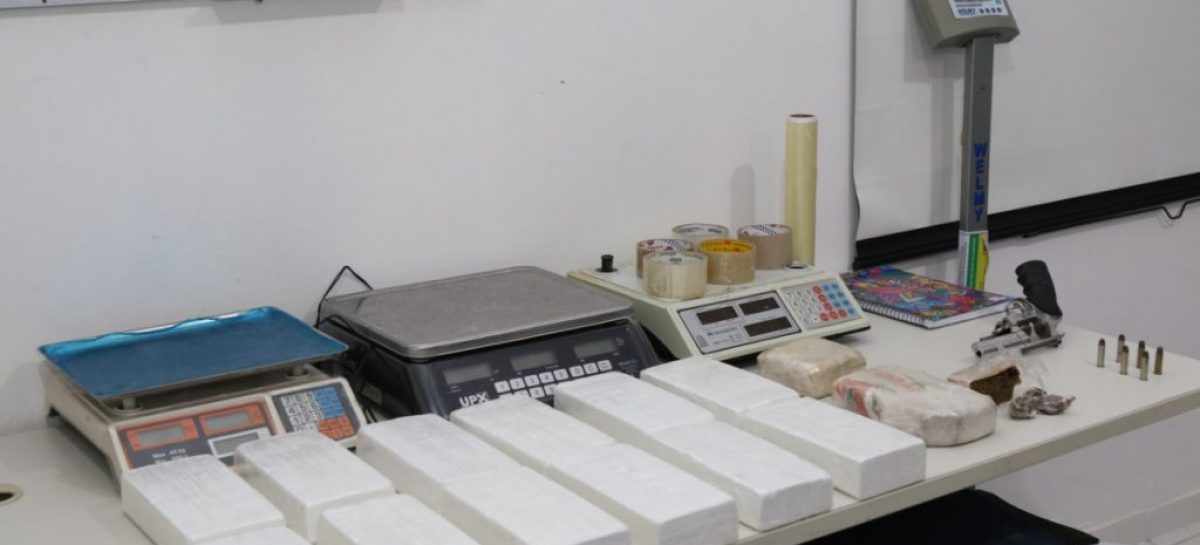 Denarc prende dupla de traficantes com 12 kg de cocaína e 1.5 kg de crack em Aracaju