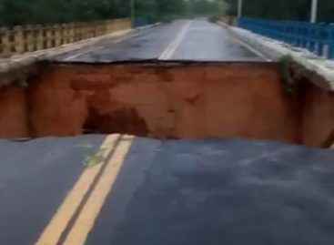 Ponte que liga  Divina Pastora a Santa Rosa de Lima desaba