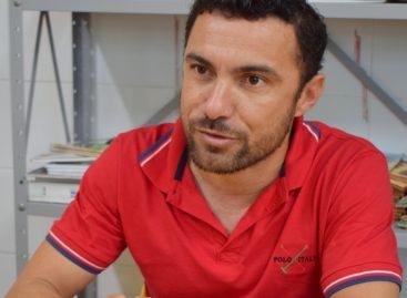 Professor de escola municipal desenvolve atividades lúdicas para alfabetizar