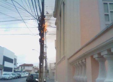 """Fio de internet pega fogo e morador questiona: """"quem vai apagar?"""""""