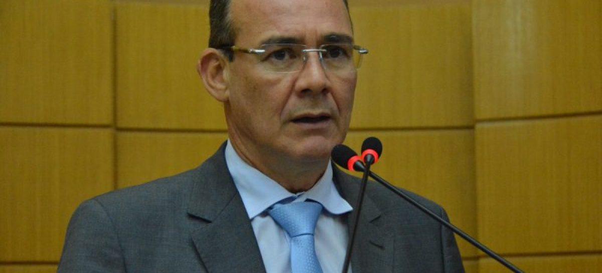 O recesso parlamentar acontece apenas dentro do plenário, diz Zezinho