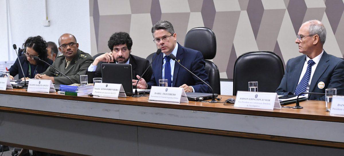 Em audiência na CCJ, Alessandro Vieira defende rigidez e cautela no acesso a armas
