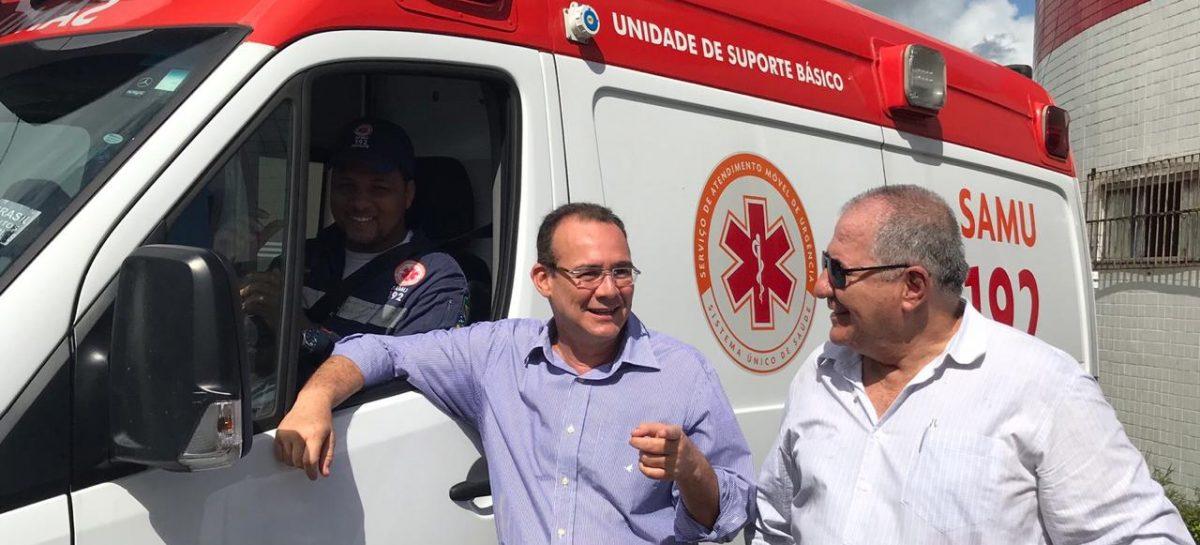 Zezinho Sobral acompanha entrega de ambulância do Samu em Laranjeiras