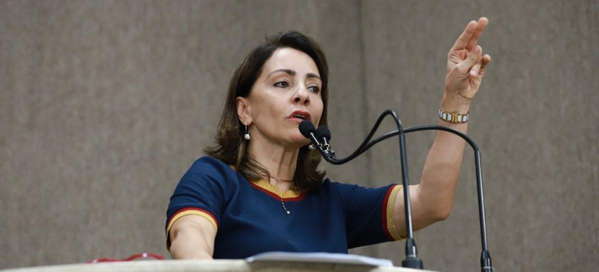 """Emília Corrêa: """"Não precisa de poder econômico para ganhar eleição"""""""