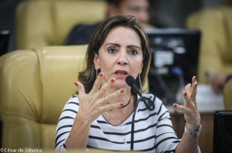 """""""Quem vai decidir a eleição é a população, não o agrupamento político"""", afirma vereadora"""