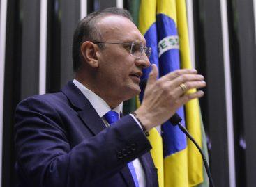 Fábio Henrique: servidores públicos não podem ter salários reduzidos