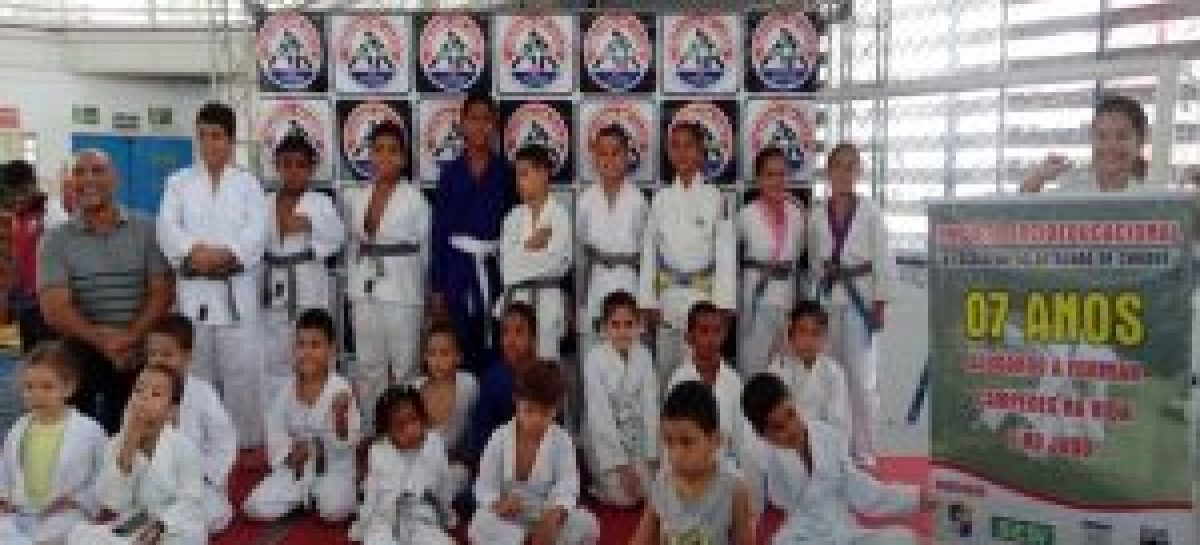 Atletas do projeto social A Escola vai ao Batalhão de Choque participam de Festival de Judô