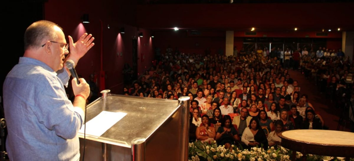 """""""Não admito política partidária dentro da Educação"""", diz Belivaldo aos novos diretores"""