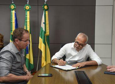 Edvaldo transmite interinamente cargo de prefeito para Nitinho
