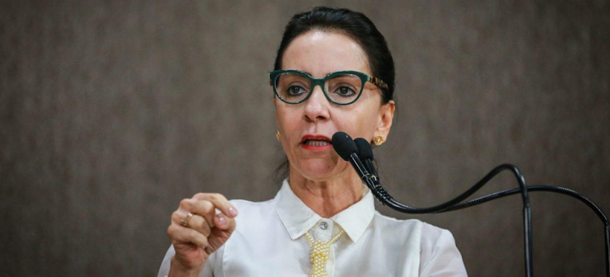 """""""OAB deve abandonar a política partidária e defender os advogados e o Brasil"""", diz vereadora"""