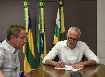 Edvaldo sanciona lei da estrutura organizacional e do concurso público da Câmara de Aracaju