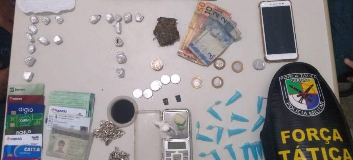 Policiais do 1º BPM apreende drogas e prende dois suspeitos de tráfico em Aracaju