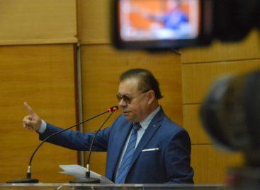 Deputado denuncia acúmulo de cargos de vereador