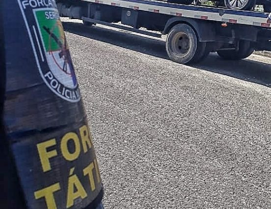 Tático apreende veículo com restrição de roubo no Augusto Franco