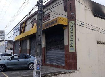 Incêndio atinge loja de máquinas agrícolas em Aracaju