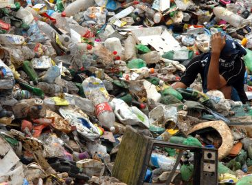 Agrese entrega os relatórios finais sobre resíduos sólidos