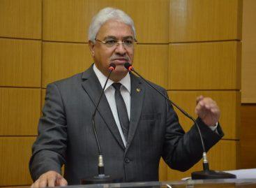 """Zezinho: """"PT fala de Lula, mas esquece que Dilma destruiu o Brasil"""""""