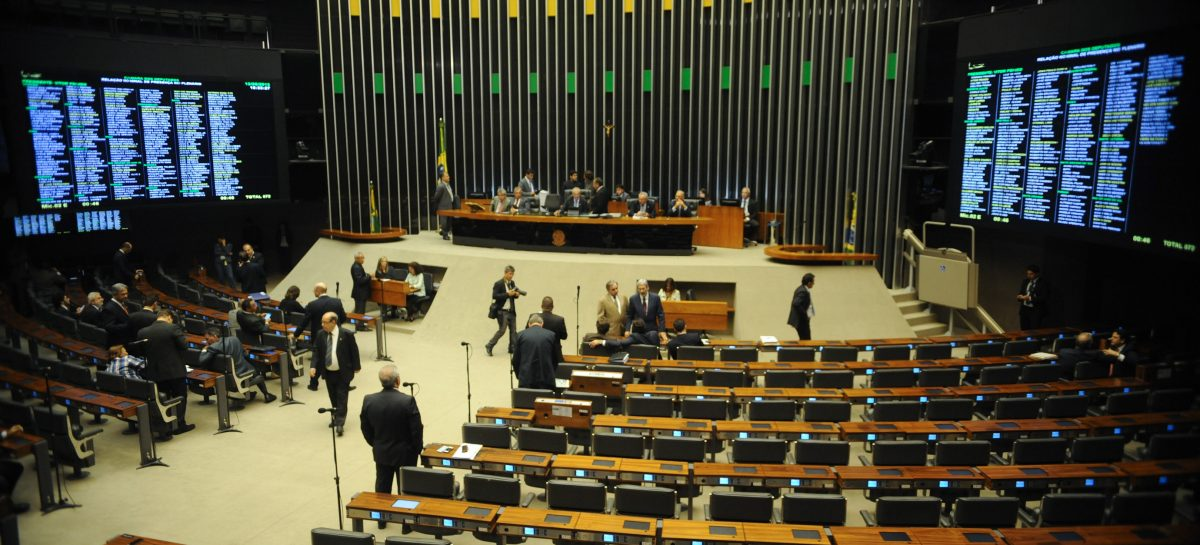 Câmara aprova projeto que amplia posse de arma em propriedade rural