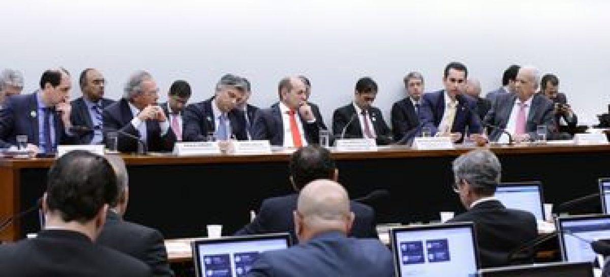 Sem pacto federativo, Orçamento continuará apertado, alerta Guedes