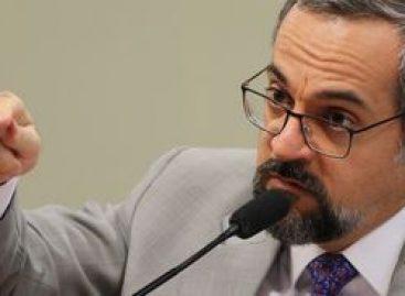 Em audiência no Senado, Weintraub sugere Revalida custeado pelo aluno