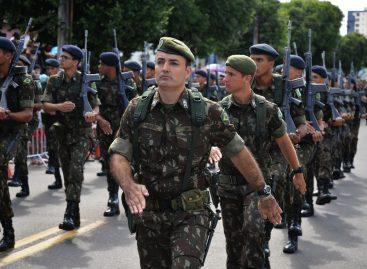 Desfile Cívico-Militar contou com a presença de grande público na avenida