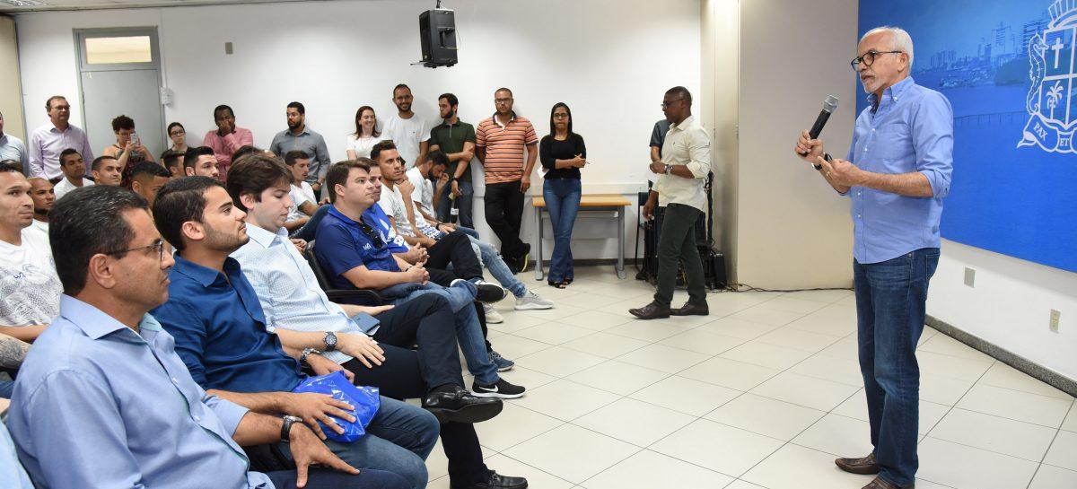 """Edvaldo recebe jogadores do Confiança: """"vitória de Aracaju"""""""