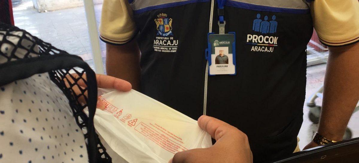 Prefeitura fiscaliza a disponibilização de sacolas ecológicas em estabelecimentos