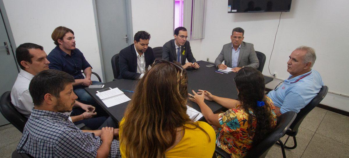 Secretaria de Turismo recebe associações de vendedores de artesanato e alimentos da Orla