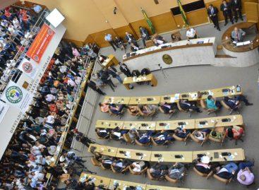 Sem polêmicas, deputados fazem pequenos discursos durante a sessão