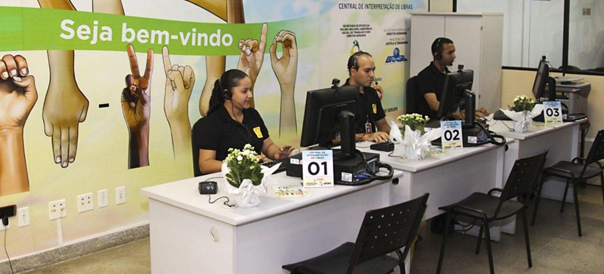 Central de Libras oferece serviço gratuito para atender à demanda por intérpretes