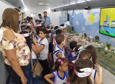 Saneamento Expresso atrai centenas de pessoas em sua passagem pela Bienal do Livro