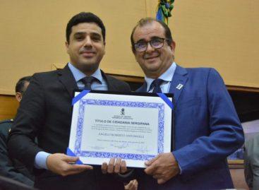 Reitor comemora conquistas da UFS ao receber Título  de Cidadania Sergipana