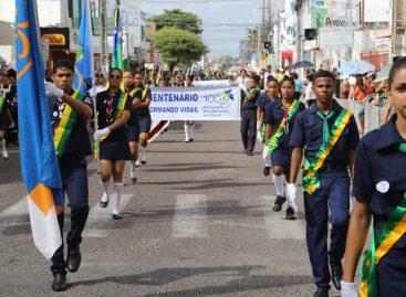 População mantém tradição e lota a rua Bahia para acompanhar Desfile Cívico Municipal