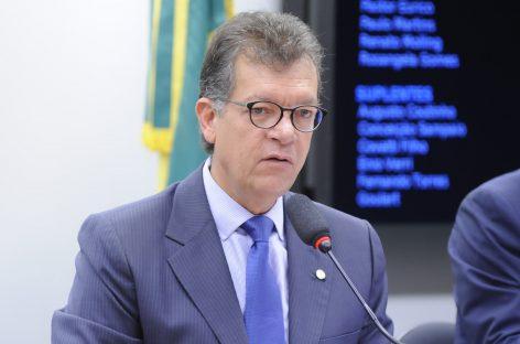 Laércio defende em matéria na Folha sua emenda em defesa dos empregos no setor de serviços