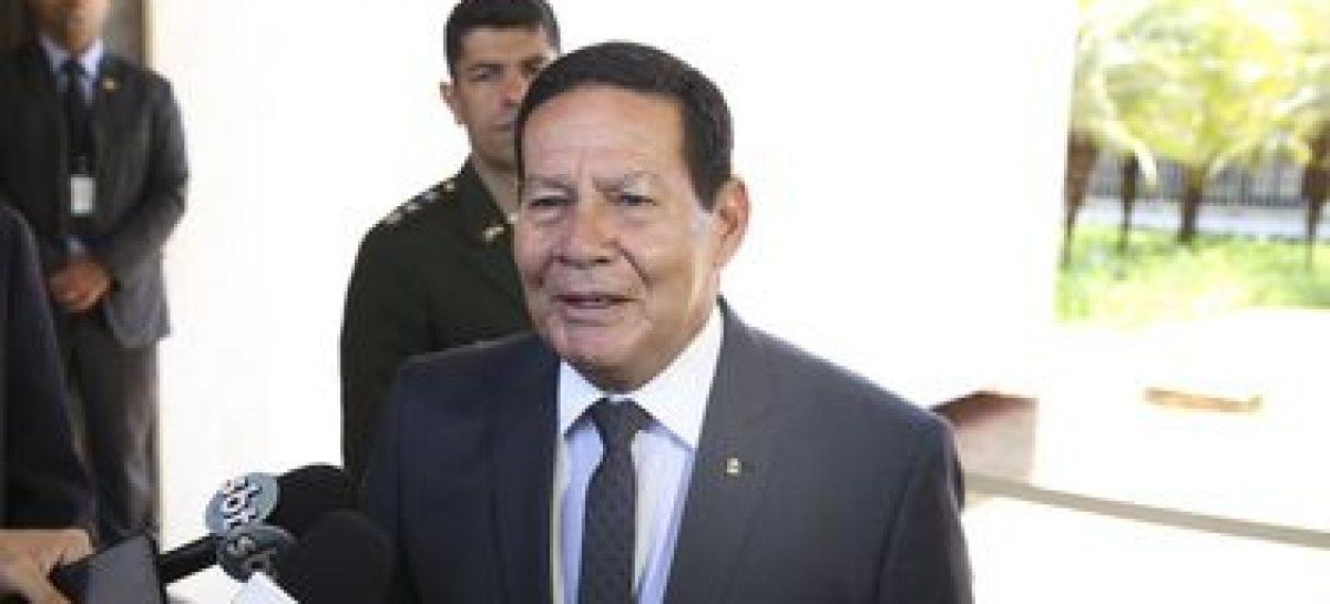 """""""É o presidente que decide"""", diz Mourão sobre novo imposto"""
