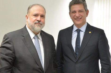 Senador Rogério Carvalho recebe o indicado à PGR Augusto Aras