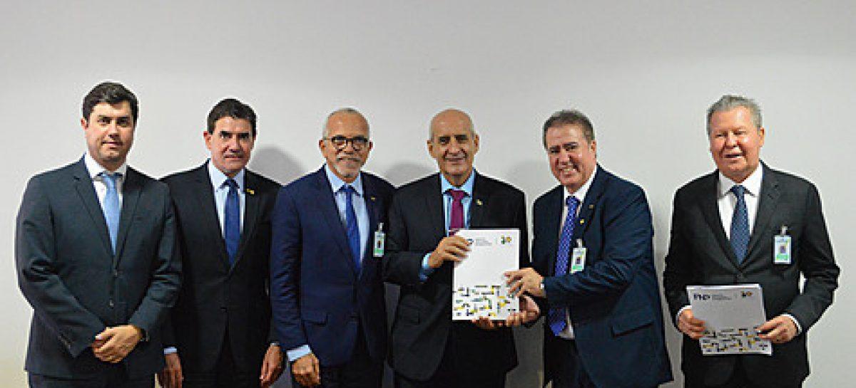 Edvaldo se reúne em Brasília com presidentes da Câmara e do Senado