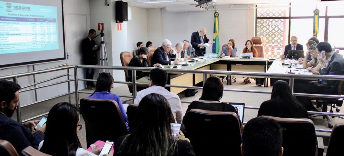 """""""Governo segue no ajuste das contas públicas"""", afirma o secretário da Fazenda em apresentação na ALESE"""