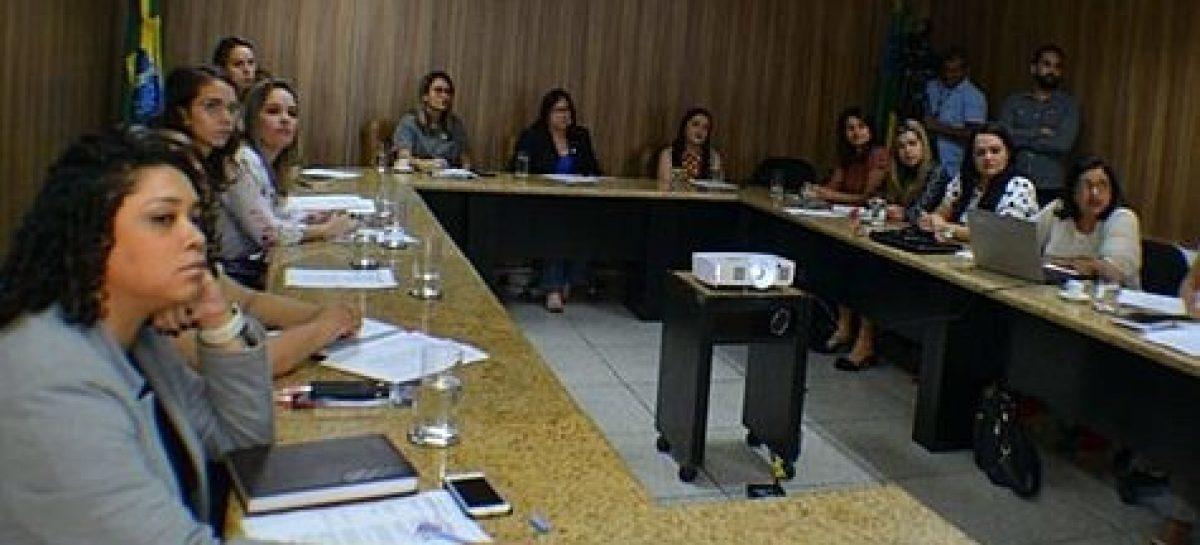Deputadas decidem ampliar ações do Outubro Rosa