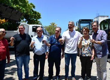 Laércio participa de entrega de tratores e caminhões para o governo do estado
