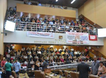 Professores lotam galerias da Alese para acompanhar votação