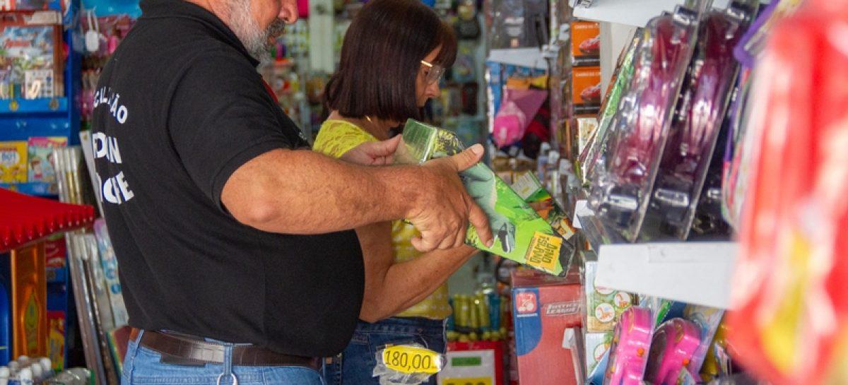 ITPS e Procons fiscalizam produtos infantis em lojas do comércio varejista
