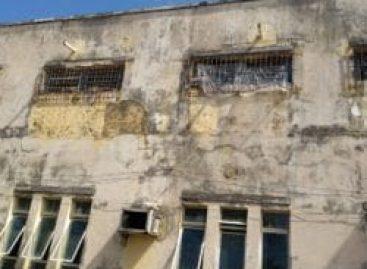 Reboco de corredor do Presídio Militar cai e assusta internos e visitantes no domingo