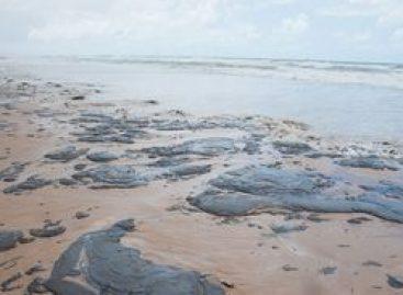 Turismo anuncia crédito de R$ 200 mi para áreas afetadas por óleo