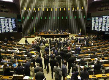 Câmara aprova PL que criminaliza desafios que induzem ao suicídio