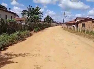Comunidade reivindica obra de pavimentação inacabada em Povoado